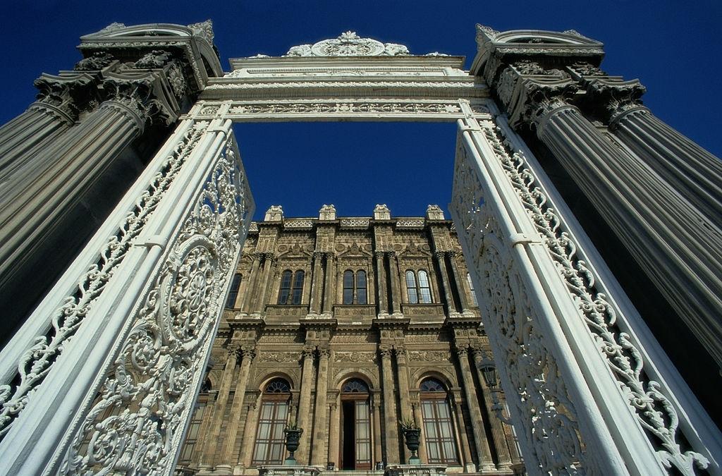 Dolmabahçe Sarayı Yalı Kapısı